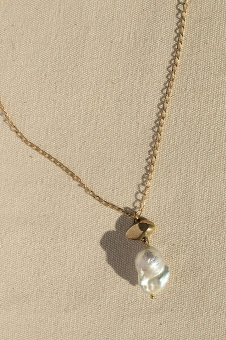 BIG PEARL EYE NECKLACE